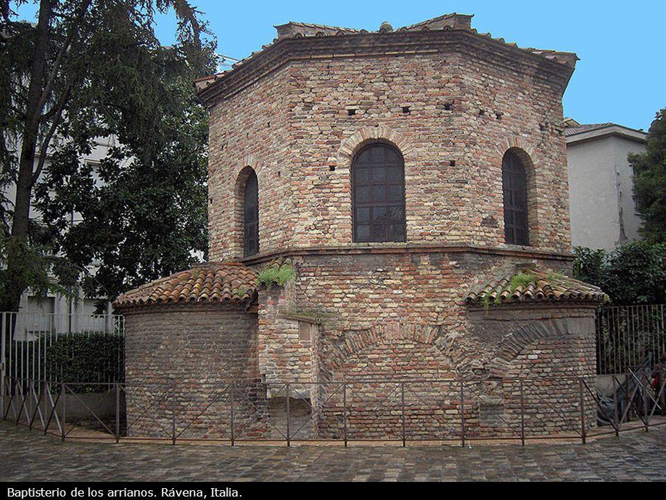 Baptisterio de los arrianos. Rávena, Italia.