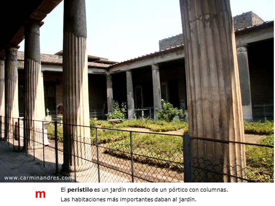m El peristilo es un jardín rodeado de un pórtico con columnas.