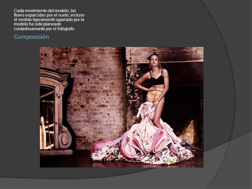 Cada movimiento del modelo, las flores esparcidas por el suelo, incluso el vestido ligeramente agarrado por la modelo ha sido planeado cuidadosamente por el fotógrafo