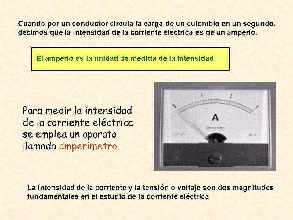 Cuando por un conductor circula la carga de un culombio en un segundo, decimos que la intensidad de la corriente eléctrica es de un amperio.