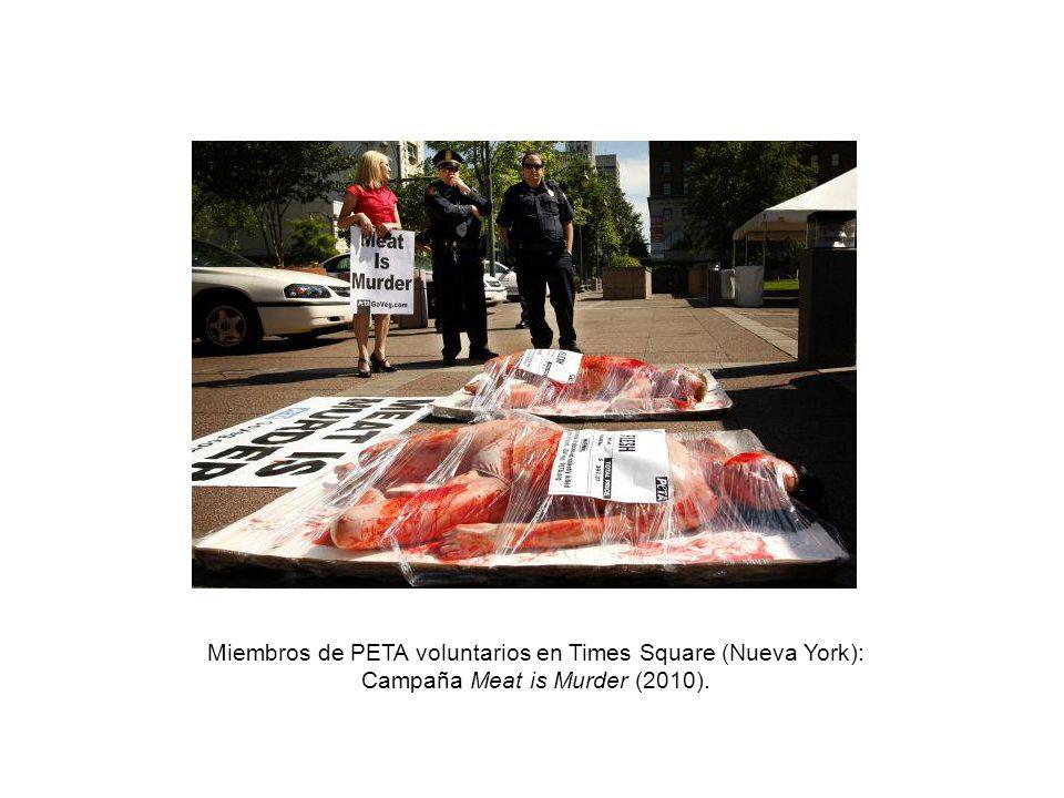 Miembros de PETA voluntarios en Times Square (Nueva York): Campaña Meat is Murder (2010).
