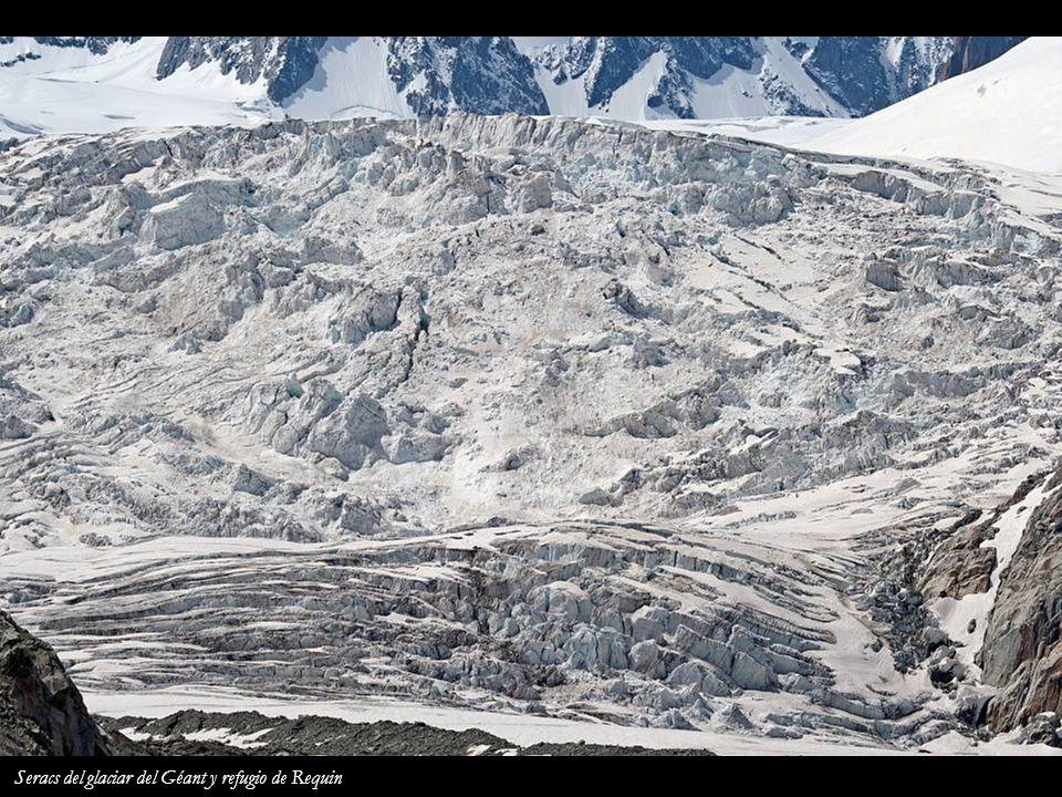 Seracs del glaciar del Géant y refugio de Requin
