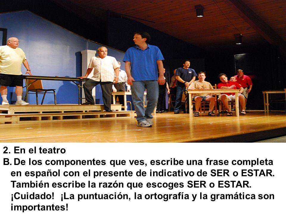 En el teatroDe los componentes que ves, escribe una frase completa. en español con el presente de indicativo de SER o ESTAR.