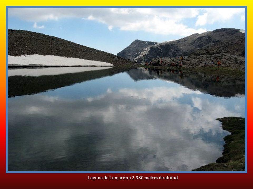 Laguna de Lanjarón a 2.980 metros de altitud