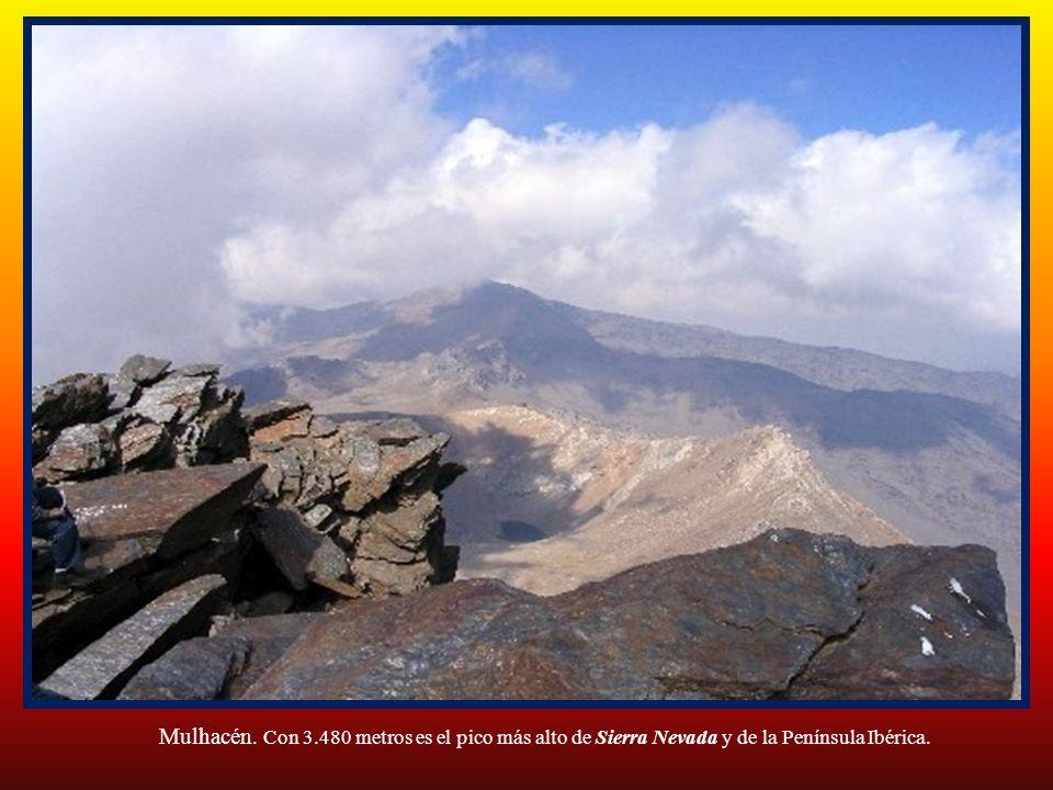 Mulhacén. Con 3.480 metros es el pico más alto de Sierra Nevada y de la Península Ibérica.