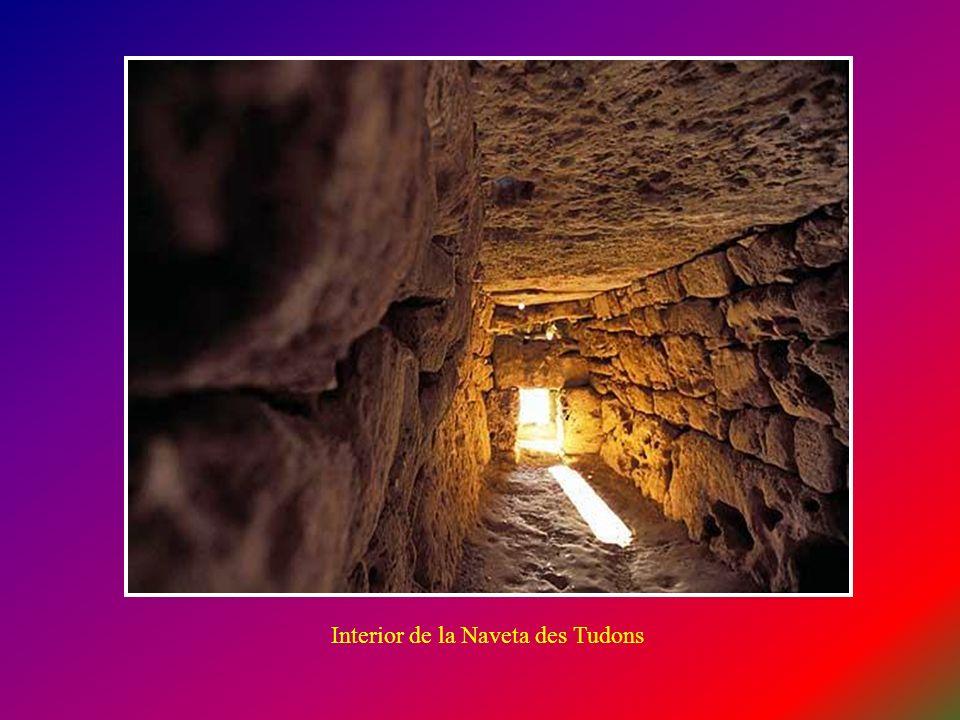 Interior de la Naveta des Tudons