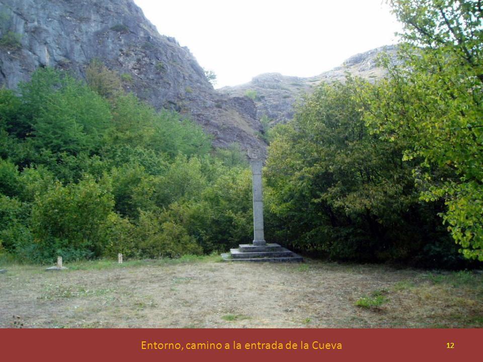 Entorno, camino a la entrada de la Cueva