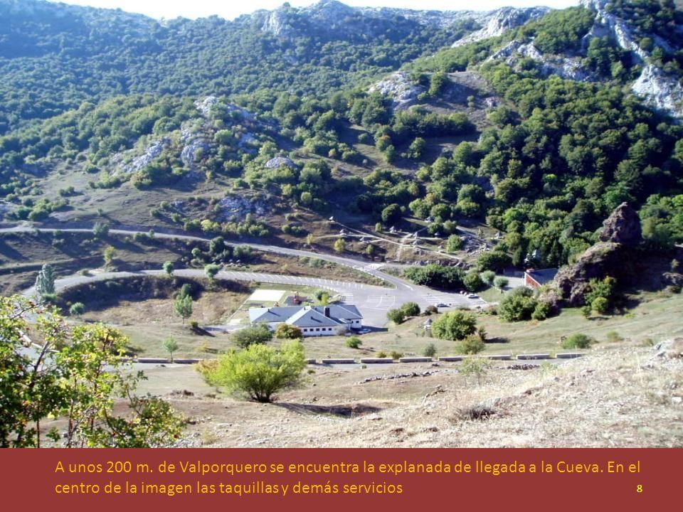 A unos 200 m. de Valporquero se encuentra la explanada de llegada a la Cueva.