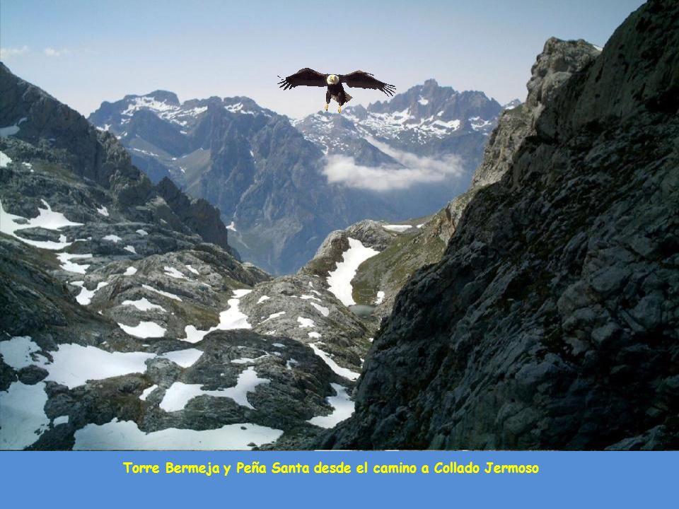Torre Bermeja y Peña Santa desde el camino a Collado Jermoso