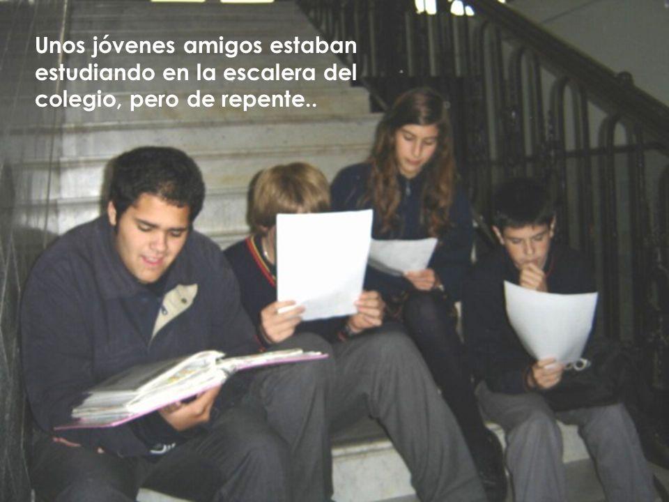 Unos jóvenes amigos estaban estudiando en la escalera del colegio, pero de repente..