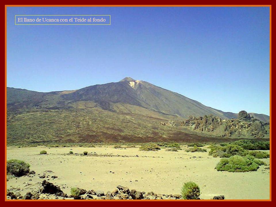 El llano de Ucanca con el Teide al fondo