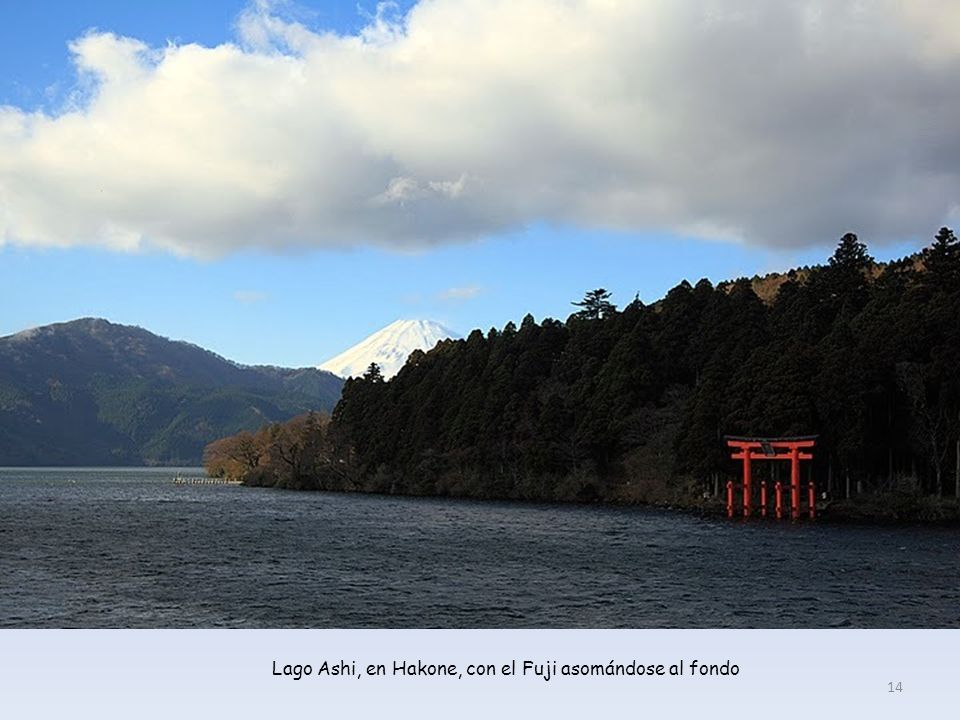 Lago Ashi, en Hakone, con el Fuji asomándose al fondo