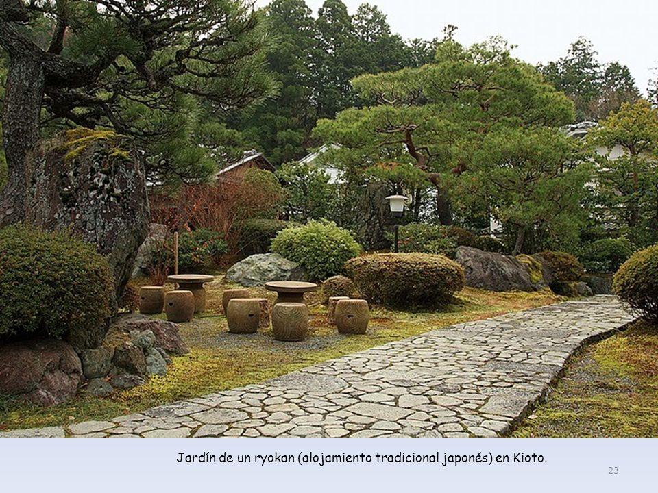 Jardín de un ryokan (alojamiento tradicional japonés) en Kioto.