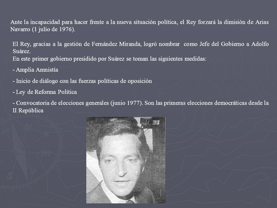 Ante la incapacidad para hacer frente a la nueva situación política, el Rey forzará la dimisión de Arias Navarro (1 julio de 1976).