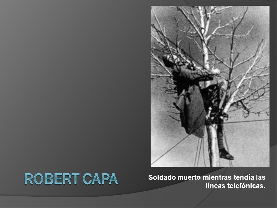 Robert Capa Soldado muerto mientras tendía las líneas telefónicas.