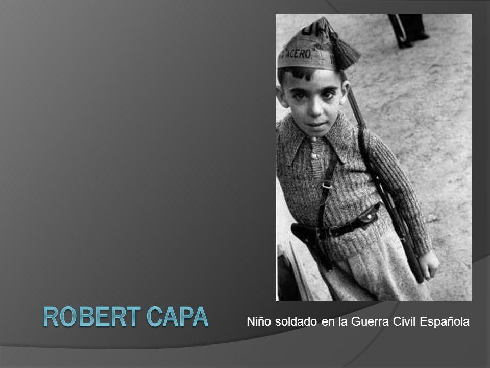 Robert Capa Niño soldado en la Guerra Civil Española