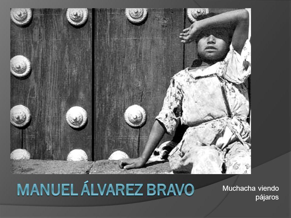 Manuel Álvarez Bravo Muchacha viendo pájaros