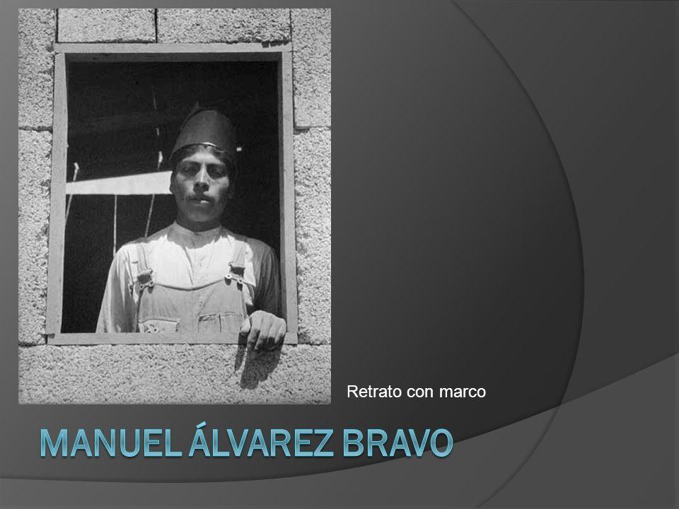 Retrato con marco Manuel Álvarez Bravo
