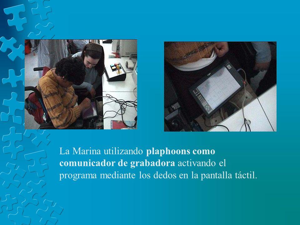 La Marina utilizando plaphoons como comunicador de grabadora activando el programa mediante los dedos en la pantalla táctil.