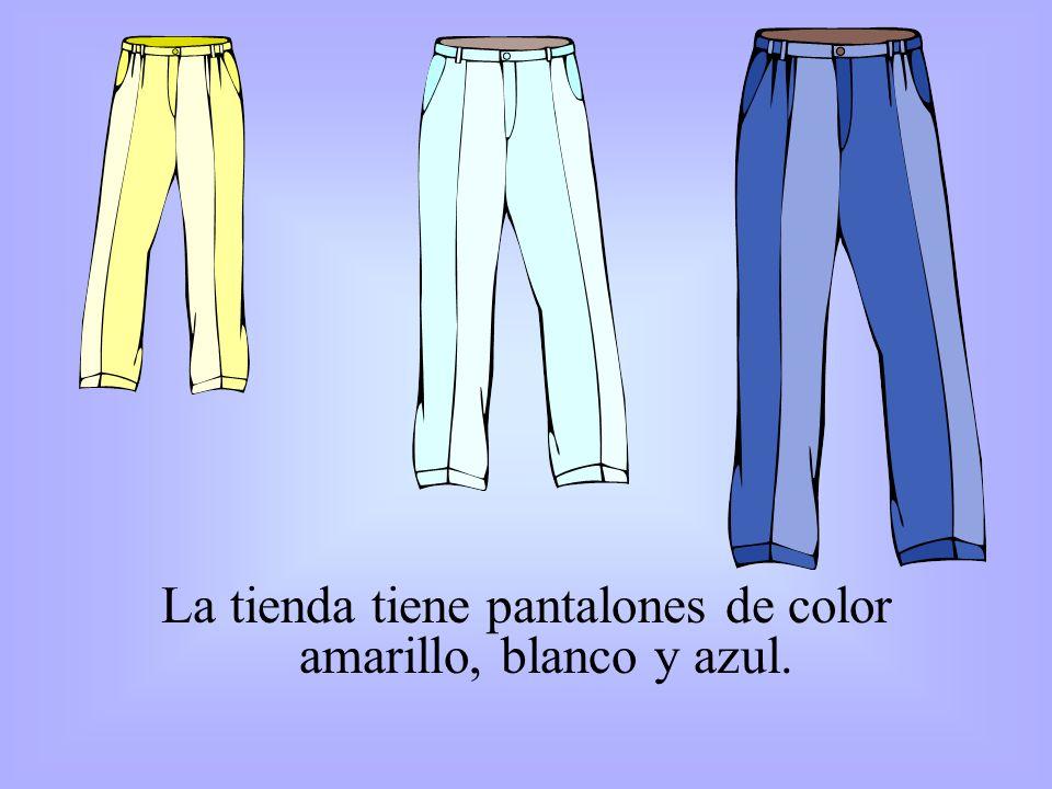 La tienda tiene pantalones de color amarillo, blanco y azul.