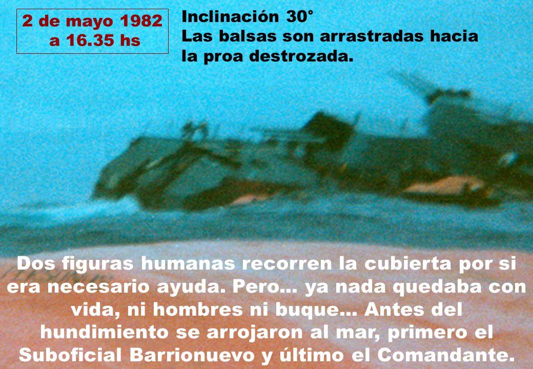 Inclinación 30° Las balsas son arrastradas hacia la proa destrozada. 2 de mayo 1982. a 16.35 hs.
