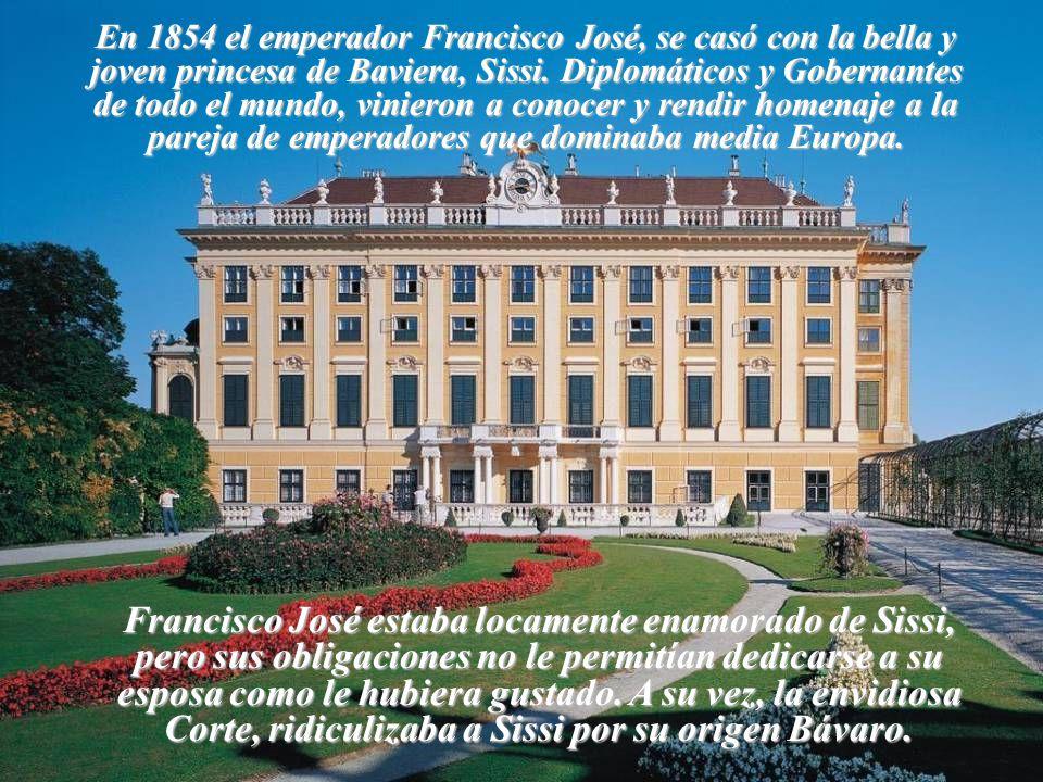 En 1854 el emperador Francisco José, se casó con la bella y joven princesa de Baviera, Sissi. Diplomáticos y Gobernantes de todo el mundo, vinieron a conocer y rendir homenaje a la pareja de emperadores que dominaba media Europa.
