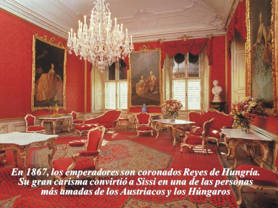 En 1867, los emperadores son coronados Reyes de Hungría