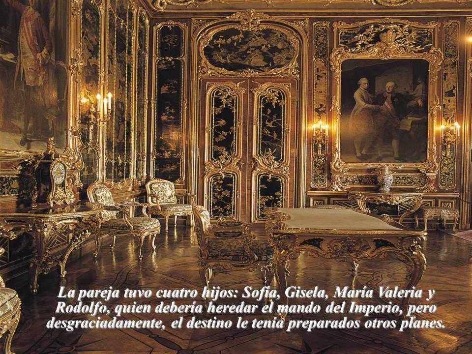 La pareja tuvo cuatro hijos: Sofía, Gisela, María Valeria y Rodolfo, quien debería heredar el mando del Imperio, pero desgraciadamente, el destino le tenía preparados otros planes.
