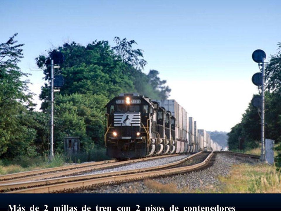 Más de 2 millas de tren con 2 pisos de contenedores