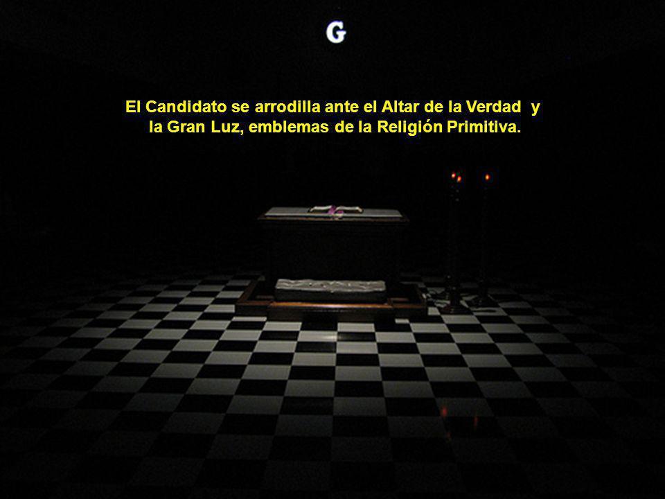El Candidato se arrodilla ante el Altar de la Verdad y
