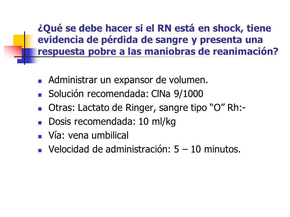 ¿Qué se debe hacer si el RN está en shock, tiene evidencia de pérdida de sangre y presenta una respuesta pobre a las maniobras de reanimación