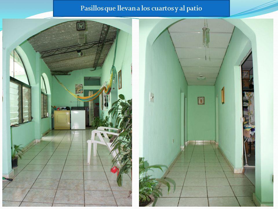 Pasillos que llevan a los cuartos y al patio