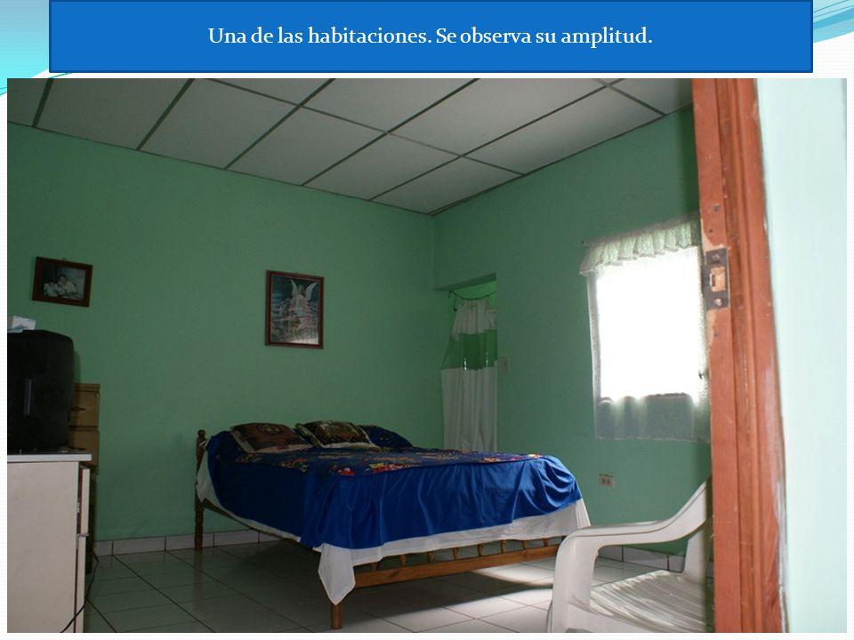 Una de las habitaciones. Se observa su amplitud.