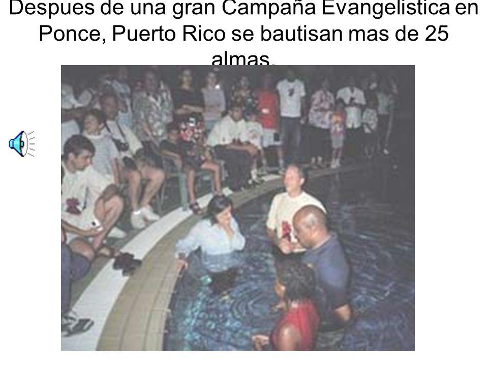 Despues de una gran Campaña Evangelistica en Ponce, Puerto Rico se bautisan mas de 25 almas.
