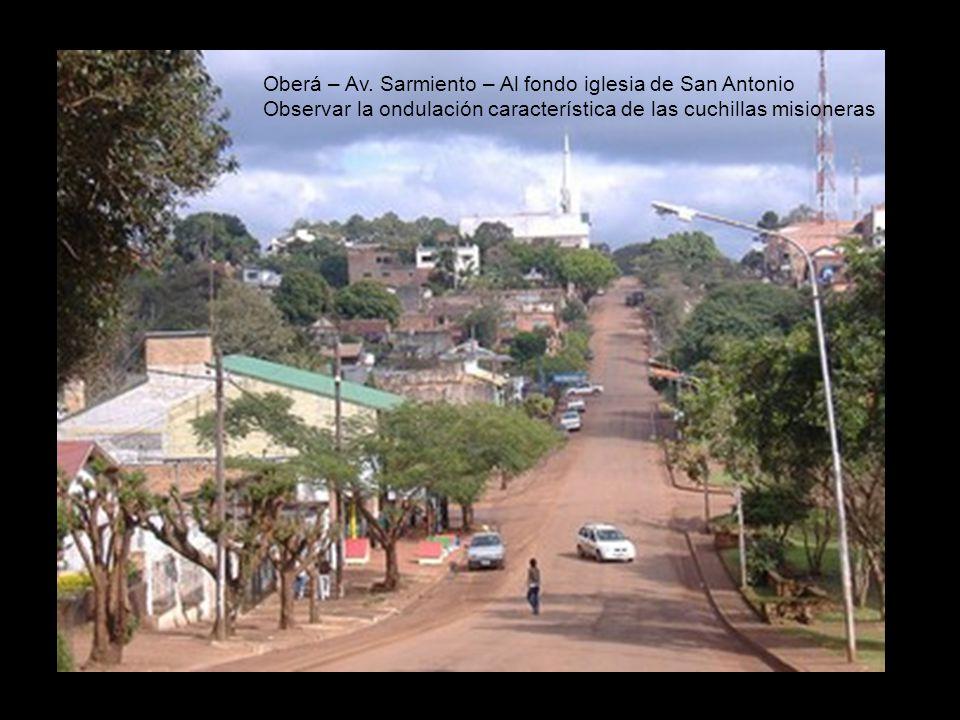 Oberá – Av. Sarmiento – Al fondo iglesia de San Antonio