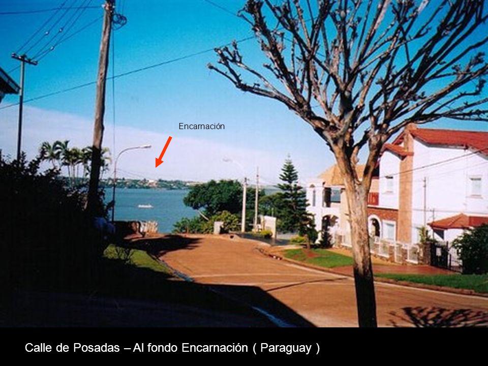 Calle de Posadas – Al fondo Encarnación ( Paraguay )