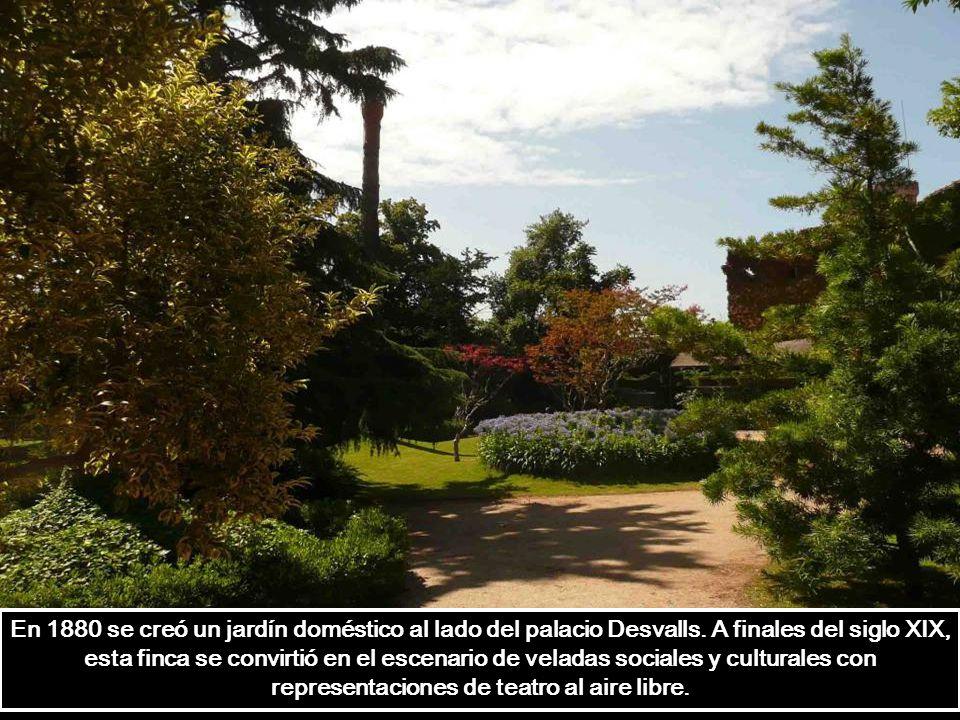 En 1880 se creó un jardín doméstico al lado del palacio Desvalls