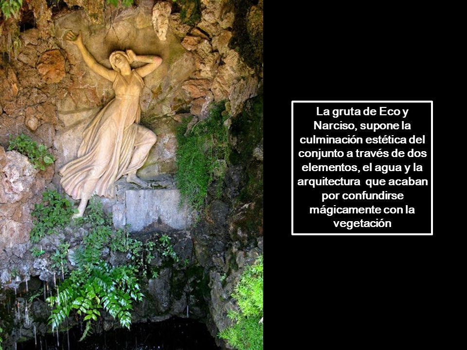 La gruta de Eco y Narciso, supone la culminación estética del conjunto a través de dos elementos, el agua y la arquitectura que acaban por confundirse mágicamente con la vegetación