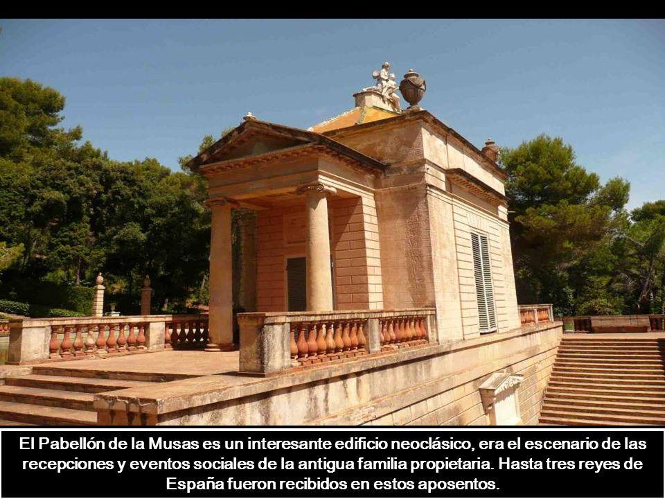 El Pabellón de la Musas es un interesante edificio neoclásico, era el escenario de las recepciones y eventos sociales de la antigua familia propietaria.