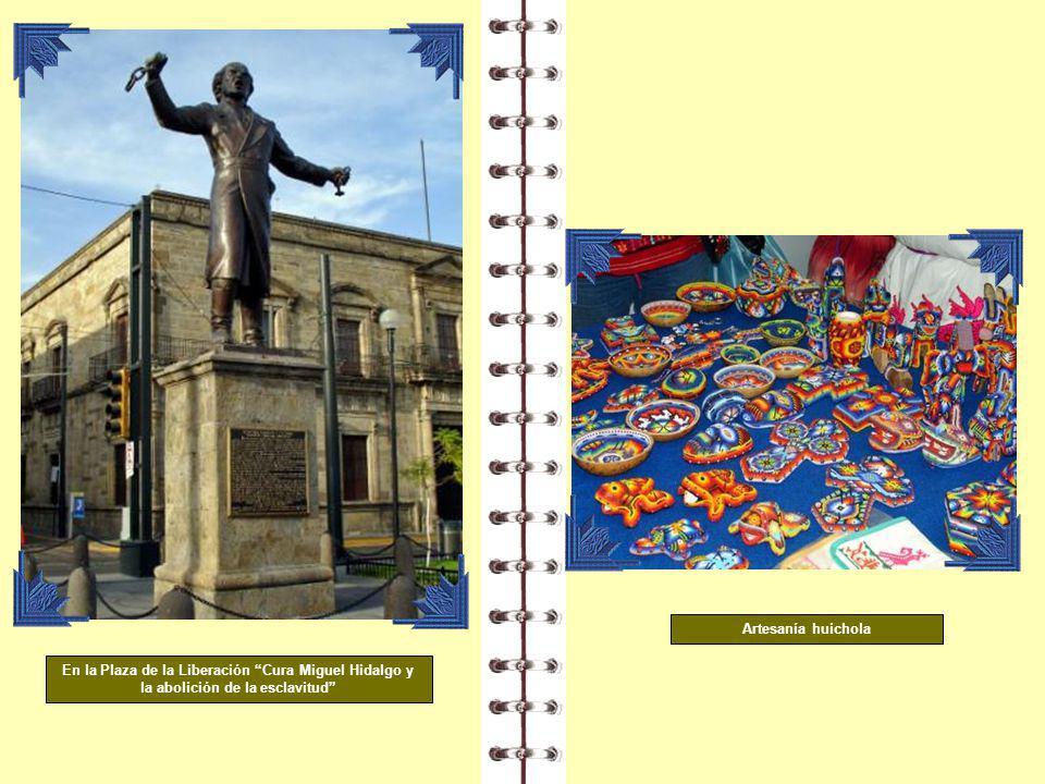 Artesanía huichola En la Plaza de la Liberación Cura Miguel Hidalgo y la abolición de la esclavitud