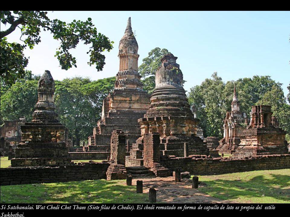 Si Satchanalai. Wat Chedi Chet Thaeo (Siete filas de Chedis)