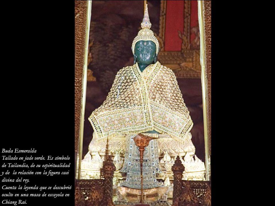 Buda Esmeralda Tallado en jade verde. Es símbolo. de Tailandia, de su espiritualidad. y de la relación con la figura casi.