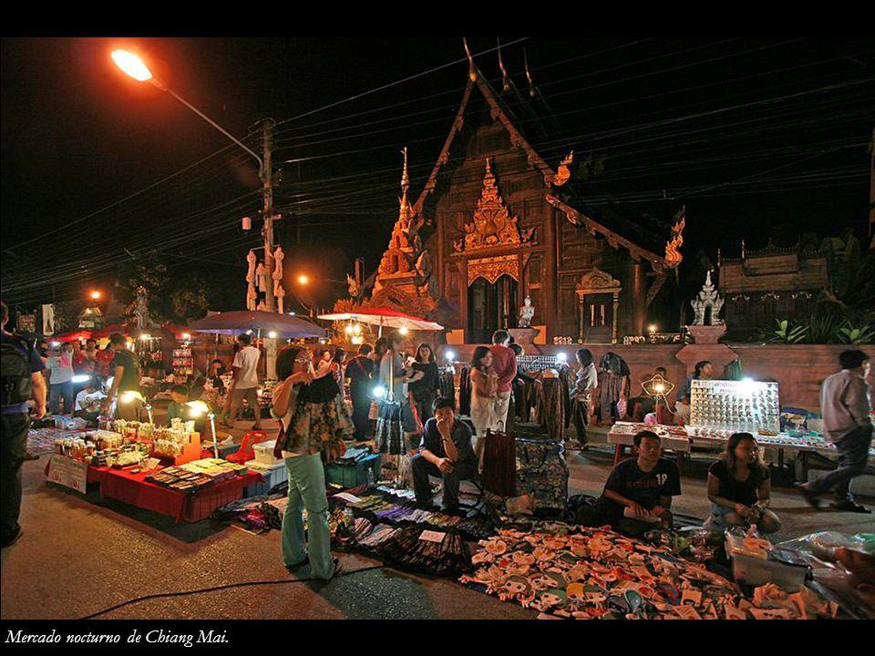 Mercado nocturno de Chiang Mai.
