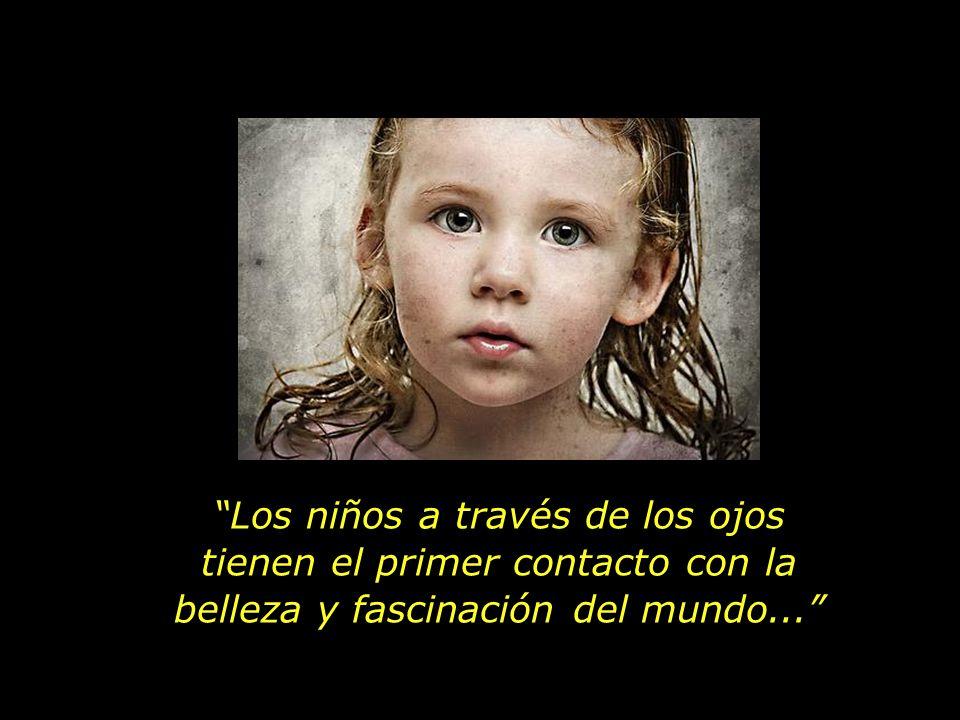 Los niños a través de los ojos tienen el primer contacto con la