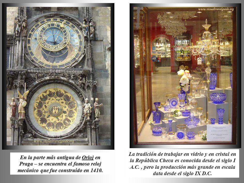 La tradición de trabajar en vidrio y en cristal en la República Checa es conocida desde el siglo I A.C. , pero la producción más grande en escala data desde el siglo IX D.C.