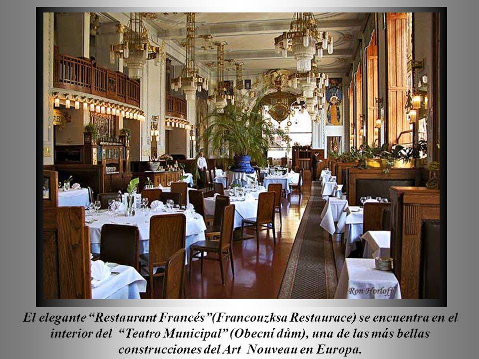 El elegante Restaurant Francés (Francouzksa Restaurace) se encuentra en el interior del Teatro Municipal (Obecní dům), una de las más bellas construcciones del Art Nouveau en Europa.