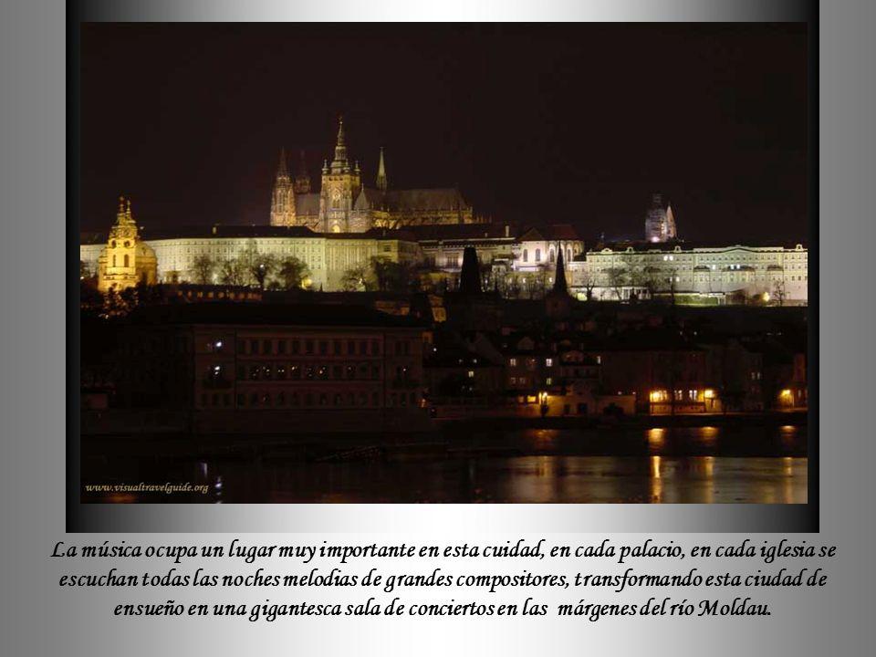 La música ocupa un lugar muy importante en esta cuidad, en cada palacio, en cada iglesia se escuchan todas las noches melodias de grandes compositores, transformando esta ciudad de ensueño en una gigantesca sala de conciertos en las márgenes del río Moldau.