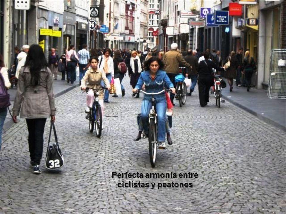 Perfecta armonía entre ciclistas y peatones