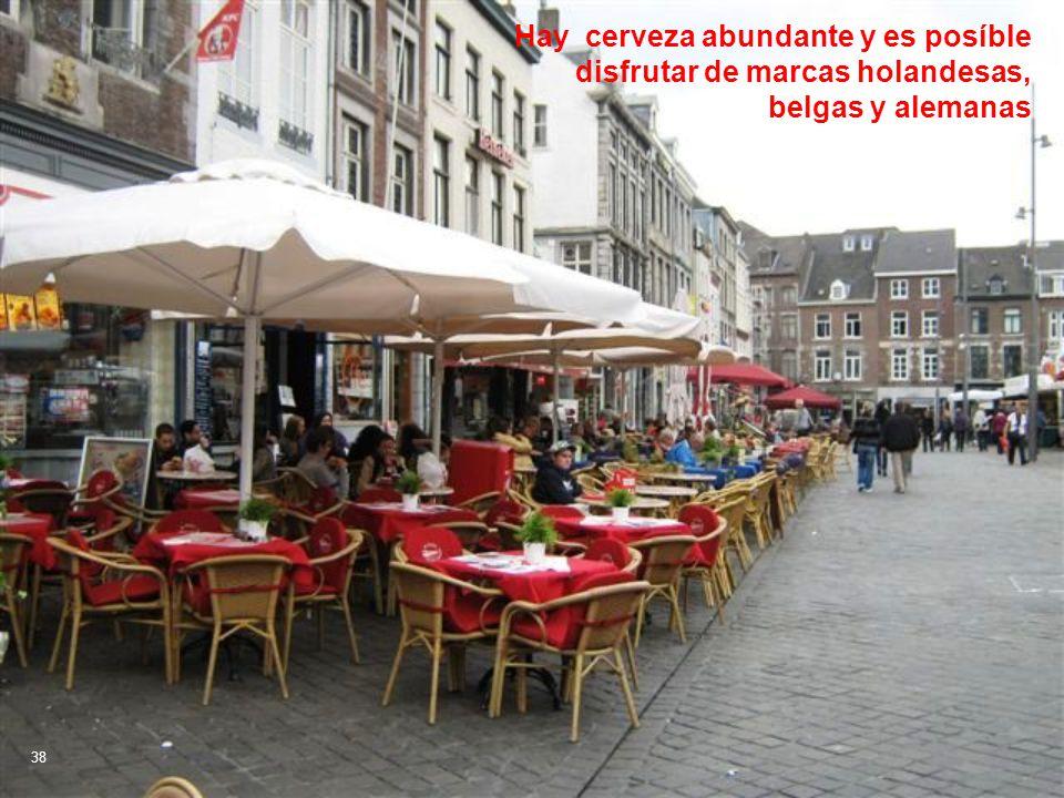 Hay cerveza abundante y es posíble disfrutar de marcas holandesas, belgas y alemanas