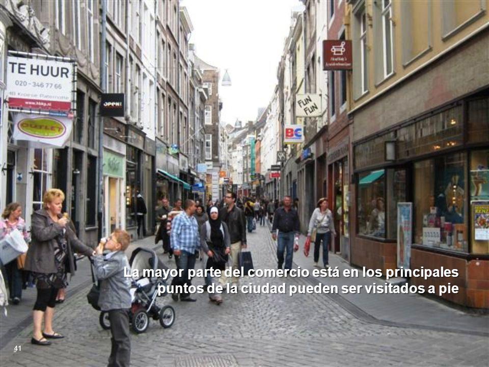 La mayor parte del comercio está en los principales puntos de la ciudad pueden ser visitados a pie